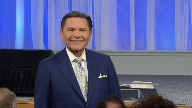 Many Christians would say they believe God loves them, but when times get tough, their words and actions say otherwise. Today, on Believer's Voice of Victory, Kenneth Copeland shares the importance of renewing your mind to God's extraordinary love for you, by faith.