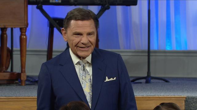 Watch Kenneth Copeland on Believer's Voice of Victory as he shares how love is the key to unlocking your faith, so you can live a life of victory! Before your faith can overcome issues in life, you must unwaveringly trust the love God has for you.