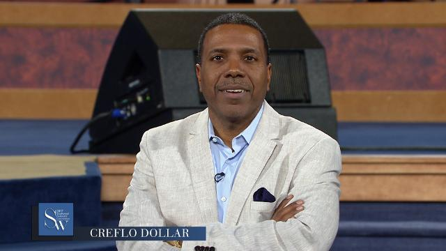 Creflo Dollar teaches the difference between the works of the law and the works of faith, during the Wednesday afternoon service of the 2017 Southwest Believers' Convention.